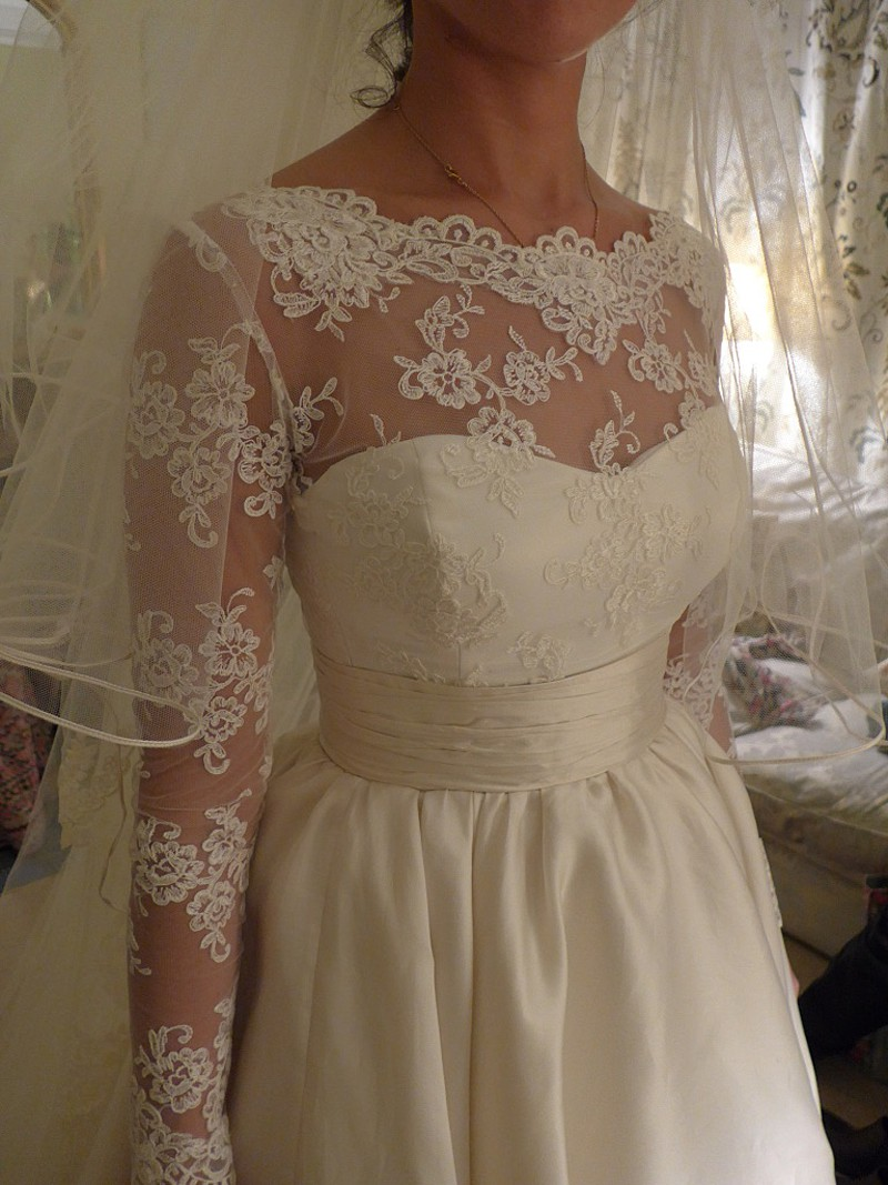 bespoke corded lace bodice and corded edge veil made to order