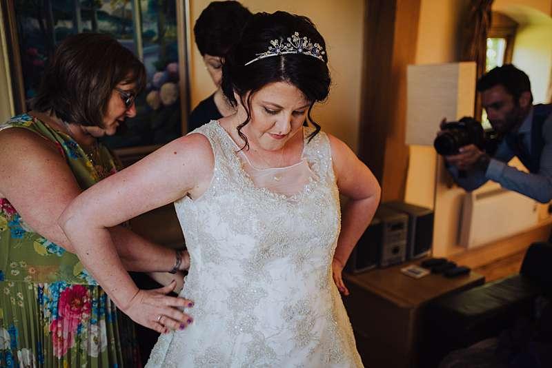 dressing the bride classic style wedding dress